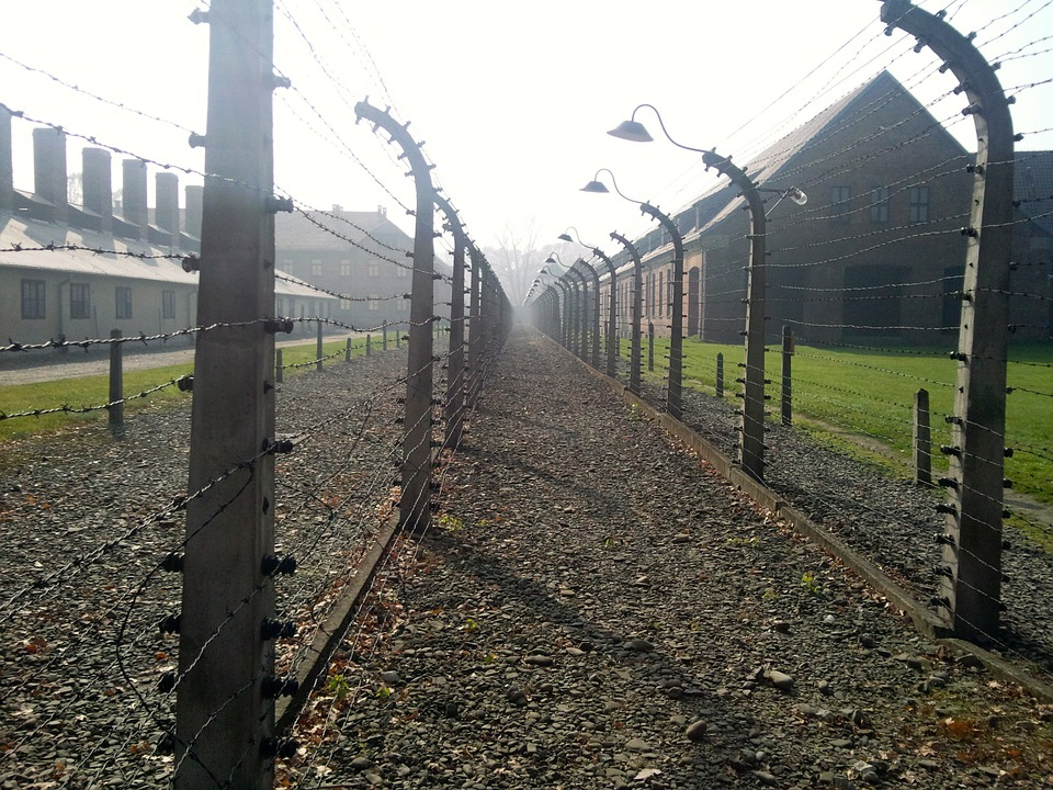 concentration-camp-528969_960_720